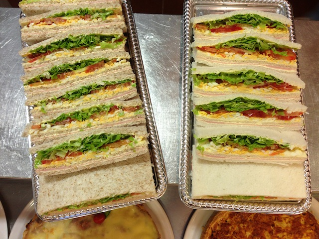 Além das medialunas, adoramos este sanduíche típico do Uruguai com pão de miga