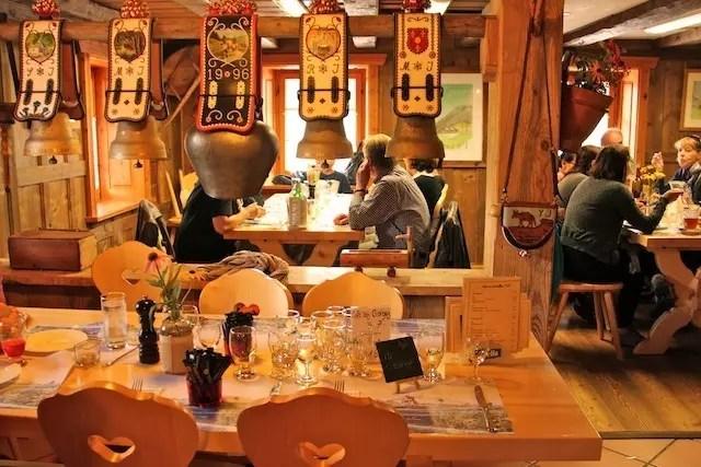 o restaurante para ir de carro nessa região dos Alpes, Buffet