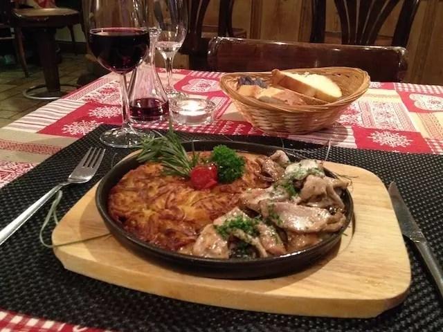 O prato divino que comi à noite no restaurante, depois de relaxar muito nas piscinas de massagem do Les Bains de La Gruyère