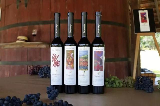 Os vinhos feitos com a colheita simbólica do Vinhedo do Mundo. Foto crédito Daniel Anderson