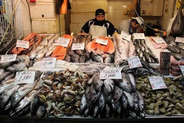 vá ao Mercado Central ver de perto as pérolas do Pacífico