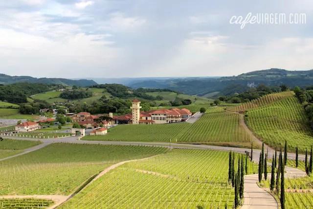 o visual da Miolo visto do SPA do Vinho, em frente à vinícola