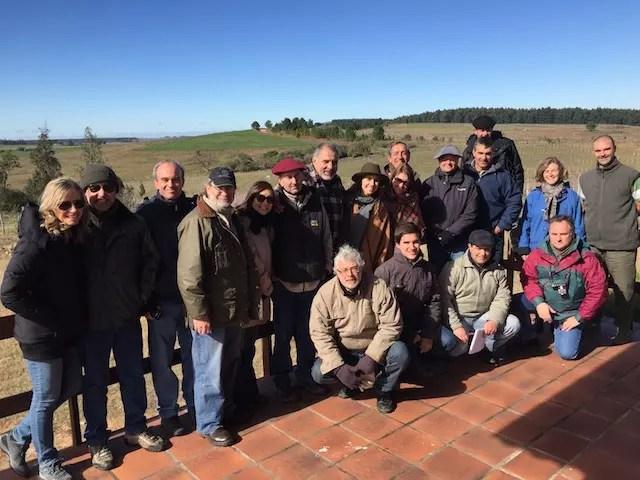Eu ali de penetra na foto do grupo de vitivnicultores do Uruguai que visitavam a Carrau no mesmo dia que a gente