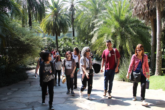 A turma do tour panorâmico gratuito com o guia partindo às 11h
