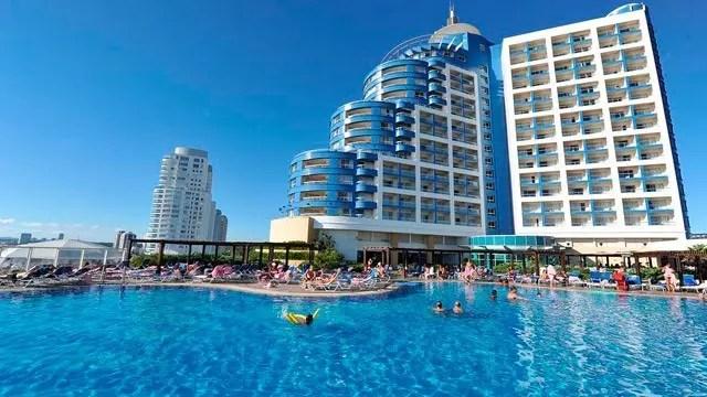 pac-uruguai_conrad_piscina_5_3