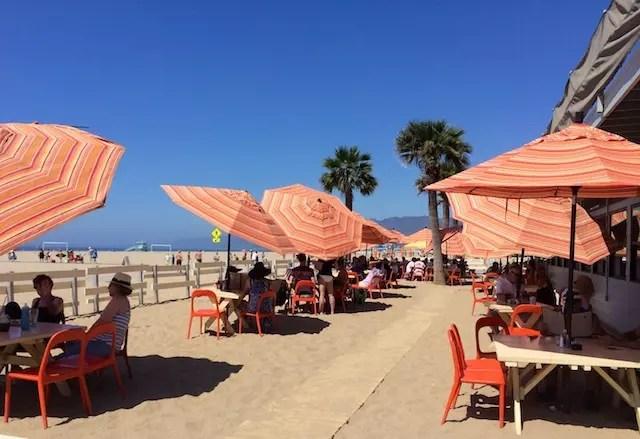 comer na praia em Los Angeles