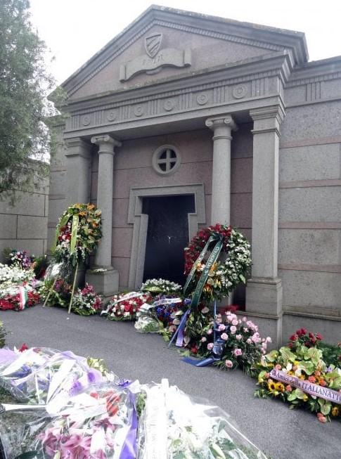 La tomba di Fabrizio Frizzi a Bassano Romano Viterbo