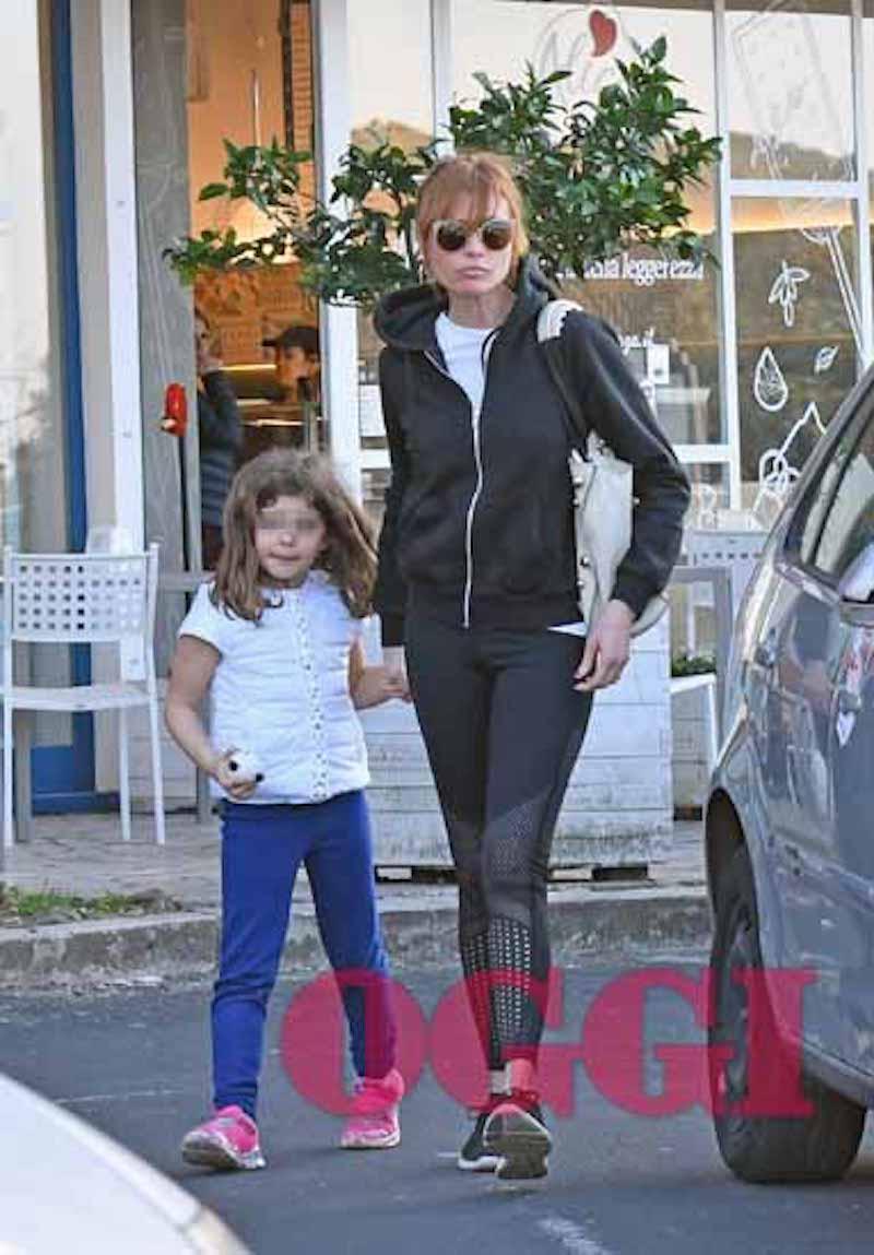 Carlotta Mantovan al parco con la figlia, ecco com'è diventata Stella Frizzi  | Caffeina Magazine