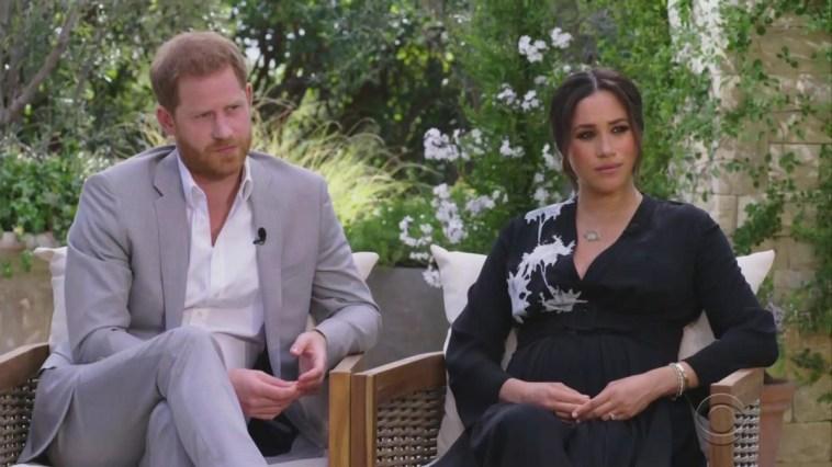 """""""Non è gradita"""". Royal family, schiaffo senza precedenti a Meghan Markle. La decisione della regina"""