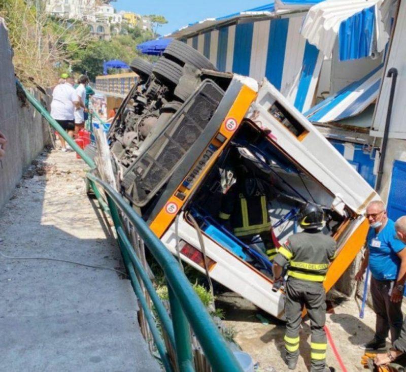 Incidente bus Capri morto autista malore Emanuele Melillo