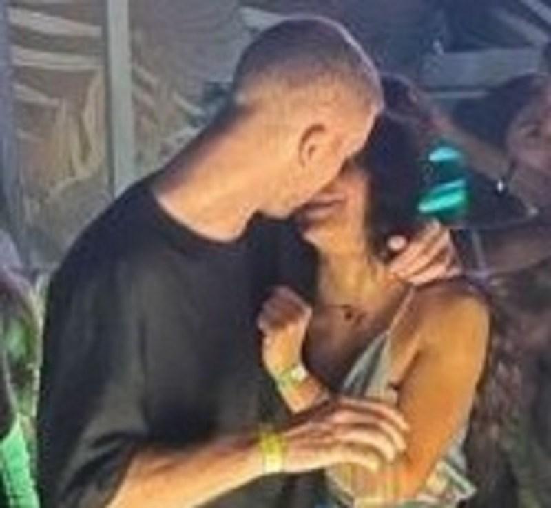 Samantha Curcio Alessio Cennicola foto donna abbraccio sfogo