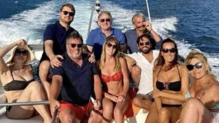 """""""Ragazzi, che passione!"""". Maria Elena Boschi, gli scatti rubati sulla barca: quanto amore con Giulio Berruti"""