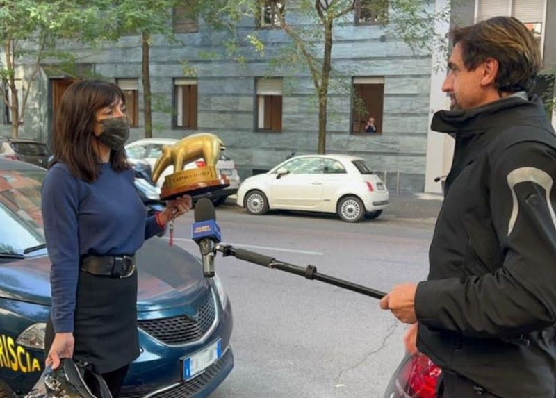 ヴァネッサは批判に出会う野生のルカレッリタピトアンブラアンジョリーニ
