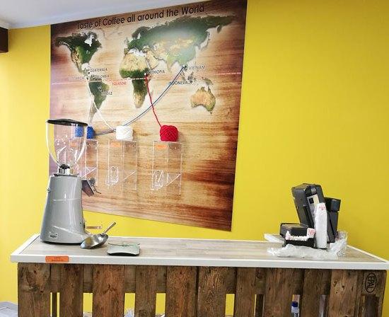 caffeina-store-punto-vendita-san-damiano-thumb-1