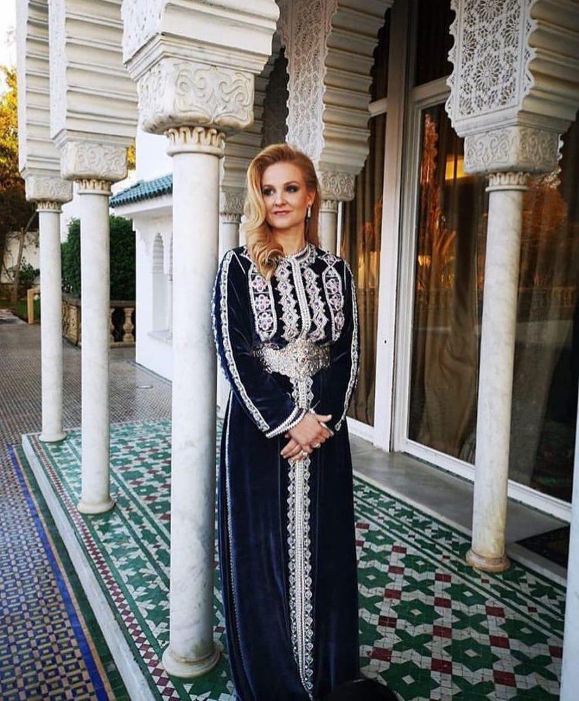 """Takchita marocaine moderne pour la mariée """"class ="""" wp-image-1094 """"srcset ="""" https://www.caftans-marocains.com/wp-content/uploads/2019/05/Takchita-marocaine-modern-for-wedding - 846x1024.jpg 846w, https://www.caftans-marocains.com/wp-content/uploads/2019/05/Takchita-marocaine-modern-for-wedding-248x300.jpg 248w, https: //www.caftans - marocains.com/wp-content/uploads/2019/05/Takchita-marocaine-modern-for-mariea-768x929.jpg 768w, https://www.caftans-marocains.com/wp-content/uploads/2019/ 05 /Takchita-marocaine-modern-for-mariea.jpg 937w """"tailles ="""" (largeur maximale: 846px) 100vw, 846px"""