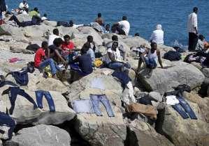"""Migranti, idea choc di Orban: """"Rastrellarli e metterli su isola"""""""