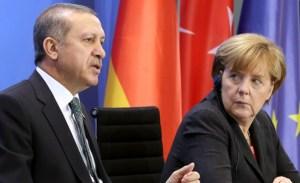 Erdogan risponde all'Europarlamento minacciando di far passare migranti