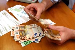 Spese sanitarie detraibili dai redditi solo se pagate con bancomat o carta di credito
