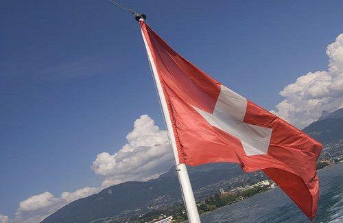 Risultati immagini per La Svizzera offre 25000 euro per chi decide di trasferirsi