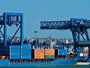 Sciopero e presidio al porto di Cagliari contro il mancato rinnovo del contratto collettivo