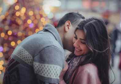 cuplu care se sărută
