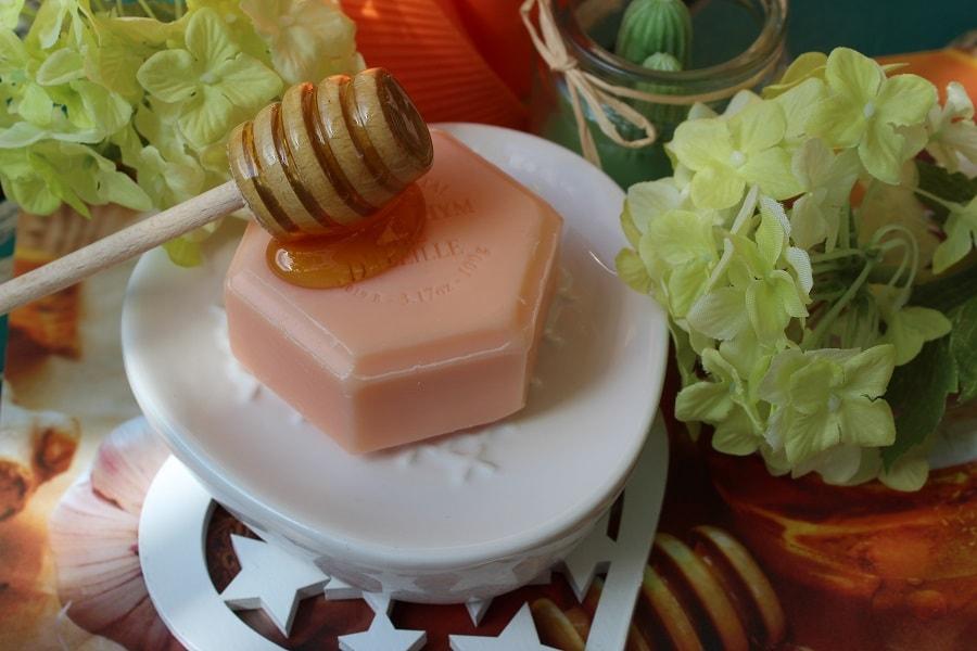 Săpunul cu miere și ceară de albine Apidava