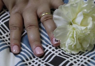 manichiura semipermanenta roz