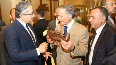 وزير الآثار ووزير الخارجية الإيطالي