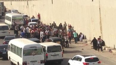 إصابة 10 بينهم أطفال إثر سقوط ميكروباص من أعلى نفق عرابي