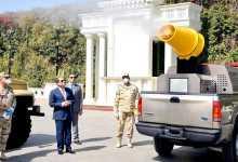 الرئيس السيسي يتفقد نماذج التجهيزات والمعدات المطورة من قبل القوات المسلحة لمكافحة كورونا