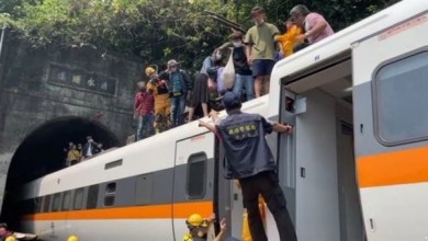 تايوان تنكس أعلامها بعد وفاة 50 شخصًا في حادث قطار