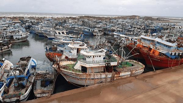 توقف حركة الملاحة بميناء البرلس لسوء الأحوال الجوية