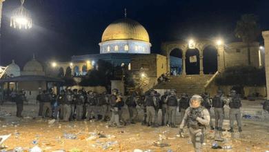 قوات الاحتلال الإسرائيلي تعتدي على المصلين بالأقصى