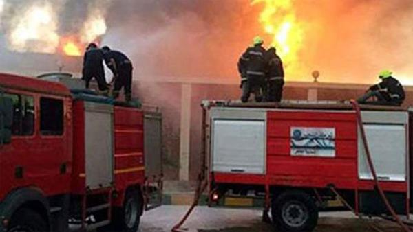 إخماد حريق في مخزن كرتون بمنطقة مسطرد