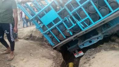 مصرع وإصابة اثنين سقطت عليهما سيارة محملة بأسطوانات الغاز بالمنوفية
