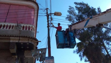 إصلاح وصيانة أعمدة الإنارة العامة بقرية حازق بكفر الشيخ