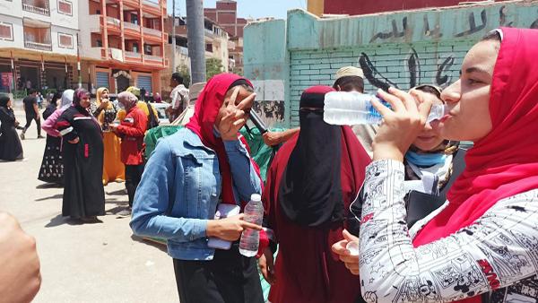 طلاب الثانوية العامة بكفر الشيخ: سعداء بـ«الفرنساوي».. وإشادة بـ«رجال الشرطة»