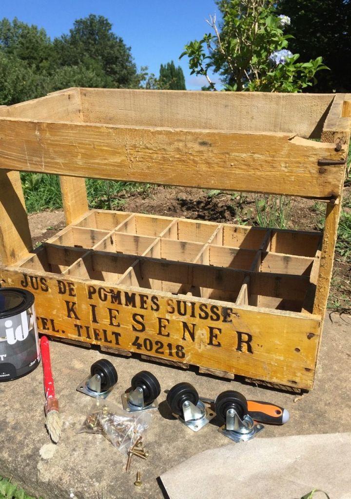 Le matériel pour transformer une caisse à pommes en meuble à roulette