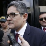 Turba agredió verbalmente a la esposa de José Domingo Pérez