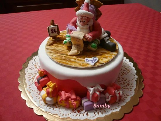 Torte di Natale di cake design decorate con pasta di
