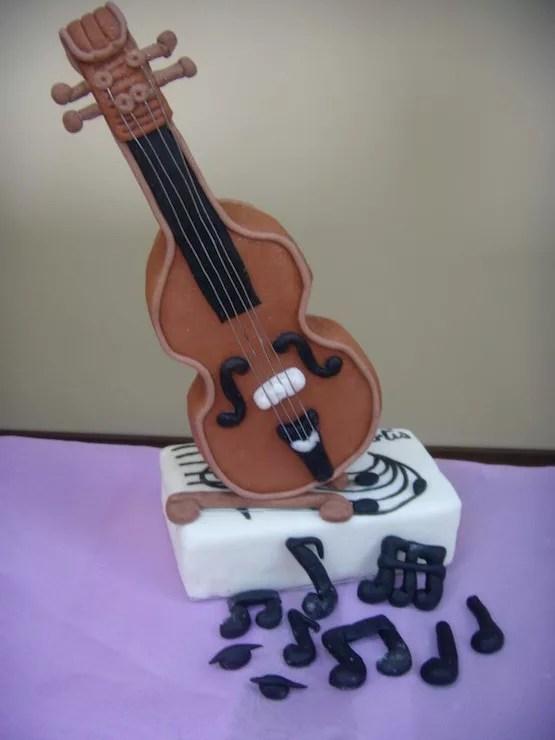 Torte a forma di strumenti musicali