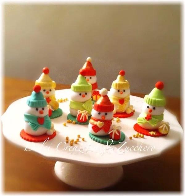 Pupazzi di neve in pasta di zucchero torte cake pop cupcake