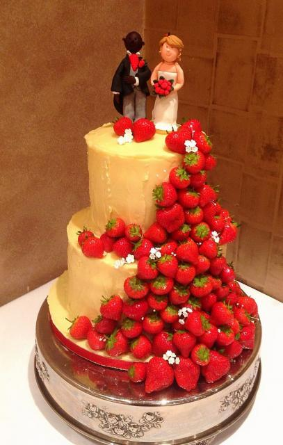 2 Tier Wedding Cake Interracial Bride Groom Toppers