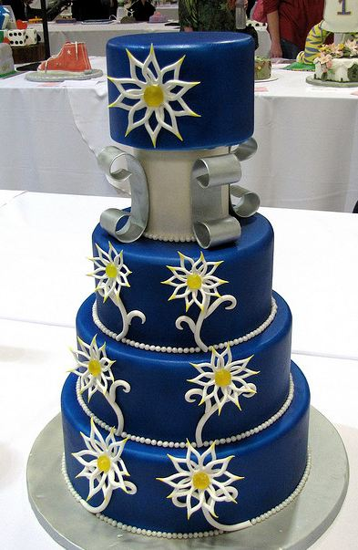 https://i0.wp.com/www.cakepicturegallery.com/d/50970-1/Four+tier+round+dark+blue+wedding+cake+with+white+flower+patterns.JPG
