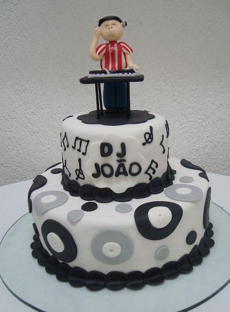 2 tier DJ cakeJPG