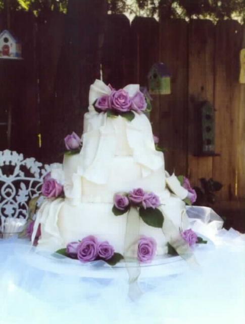 Big Fancy Wedding Cake With Purple Roses