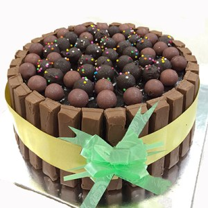 Choco Sticks And Balls Cake