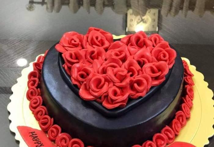 Rose Birthday Cake At Your Celebration Place Cakescompk