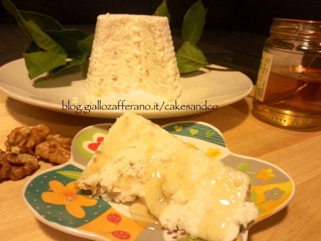 Accompagnato da miele d'acacia-Formaggio fresco fatto in casa senza caglio