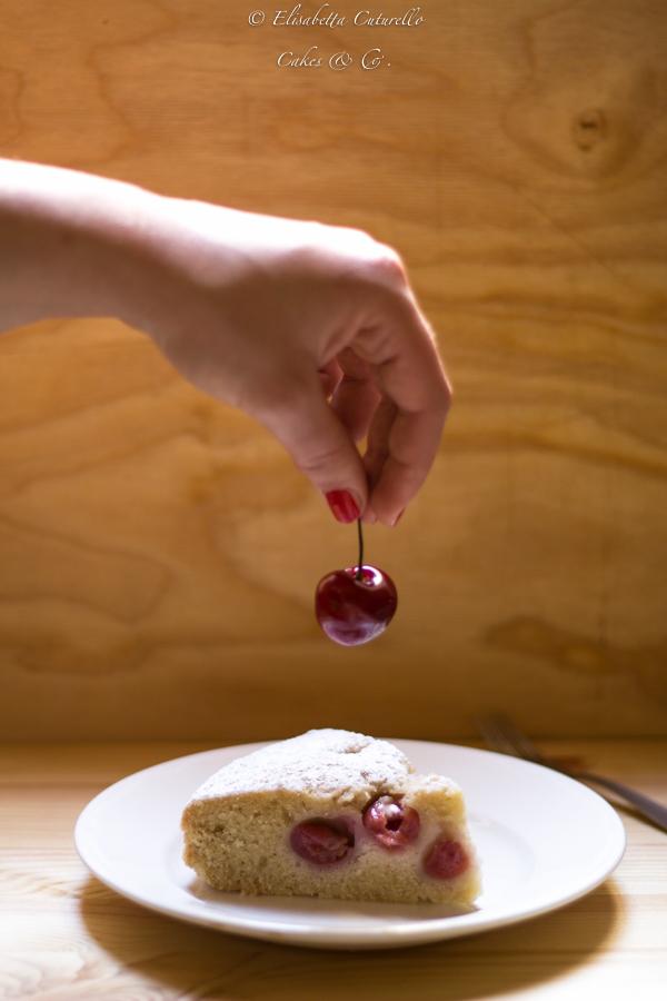 Torta al tè e ciliegie senza uova e senza lattosio leggera e golosa per una colazione semplice ma gustosa